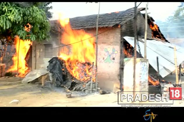 রাজনৈতিক সংঘর্ষে অগ্নিগর্ভ বসিরহাটের আতঙ্কের ছবি