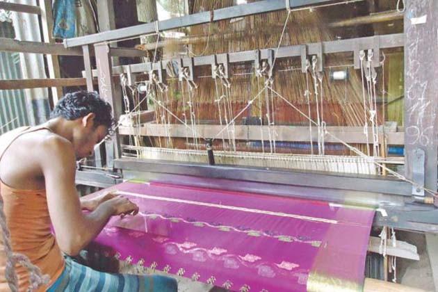 দুর্গাপুজোর জন্য তৈরি হবে শাড়ি, বেগমপুরে তন্তুবায়ীদের বিশ্বকর্মা পুজো