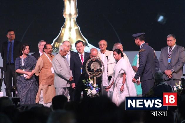 বিশ্ববঙ্গ শিল্প সম্মেলনে রাষ্ট্রপতি, রাজ্যপালকে সঙ্গে নিয়ে মুখ্যমন্ত্রীর বিনিয়োগের আহ্বান