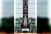 ৪৪.৪ মিটার লম্বা ও ৩২০ টন ওজন নিয়ে PSLV রকেট  মহাকাশে যাত্রা শুরু করে ৷ ভূপৃষ্ঠ থেকে ৫০০ কিলোমিটার ওপরে বিশেষ কক্ষপথে স্থাপিত হবে ১০৪টি কৃত্রিম উপগ্রহ ৷ Picture Courtesy ISRO