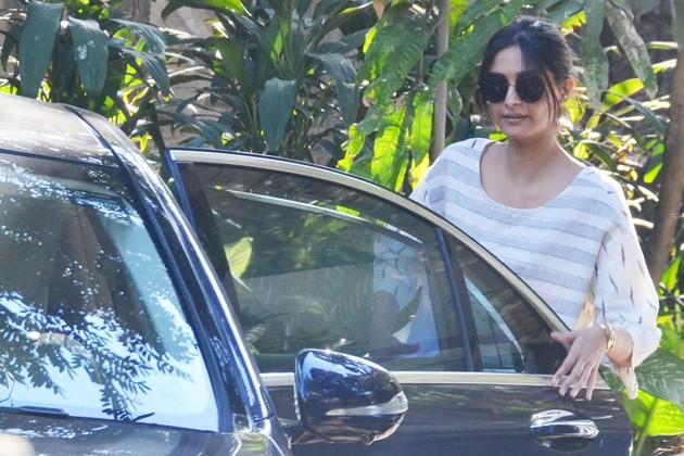 পরিচালক আর.বাল্কির অফিসে দেখা গেল অভিনেত্রী সোনম কাপুরকে ৷ Photo- PTI