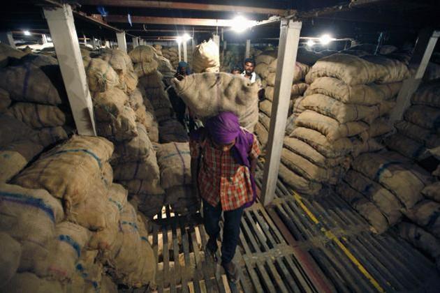 নতুন হিমঘর তৈরির জন্য জেলপ্রশাসনের কাছে ভর্তুকির দাবি আলু ব্যবসায়ীদের