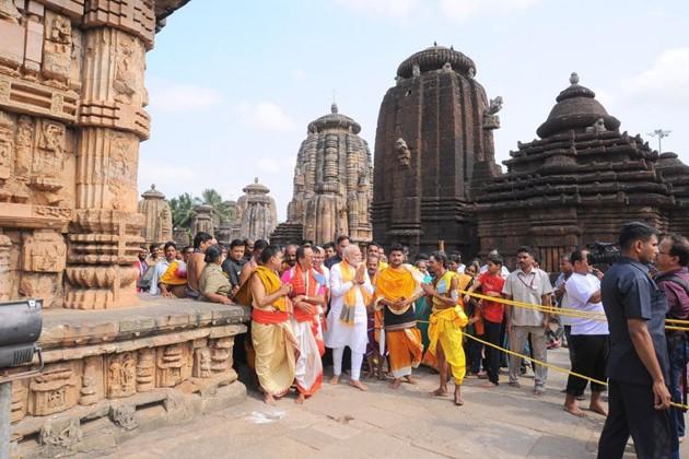 লিঙ্গরাজ মন্দিরে নরেন্দ্র মোদি ৷  PHOTO: Twitter