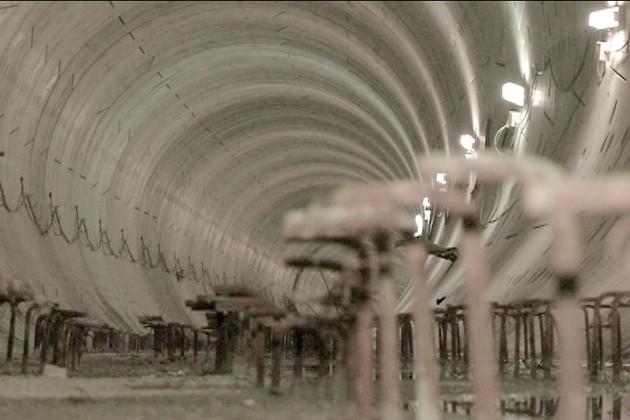 ইস্ট-ওয়েস্ট মেট্রোয় কাটল জট, শর্তসাপেক্ষে সুড়ঙ্গ খোঁড়ার অনুমতি