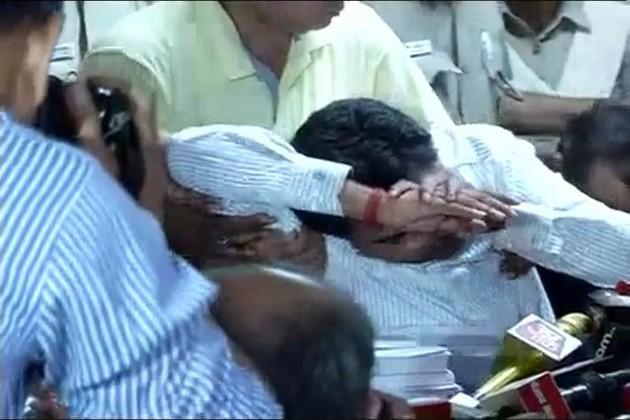 'জেলে ঢোকানো হোক কেজরিওয়ালকে', সাংবাদিক সম্মেলনে জ্ঞান হারালেন কপিল মিশ্র