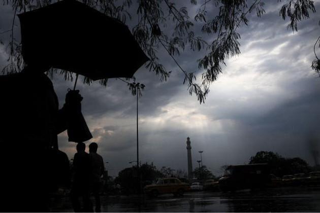 আগামী ২৪ ঘণ্টায় কলকাতা-সহ জেলায় ঝড়-বৃষ্টির পূর্বাভাস