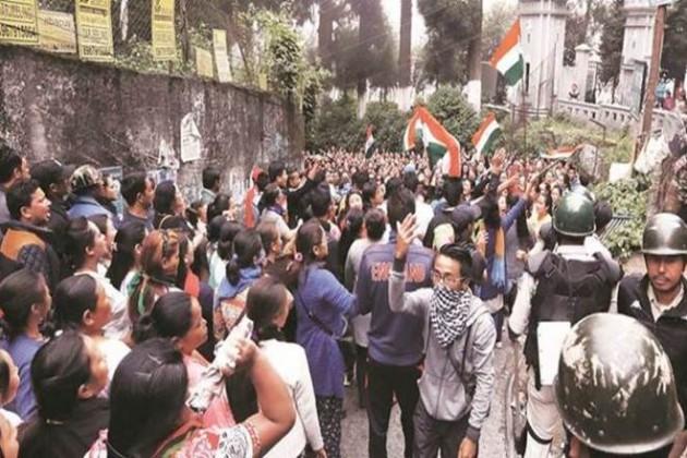 মোর্চাকে পালটা চ্যালেঞ্জ, শিলিগুড়িতে প্রতিবাদ মিছিল