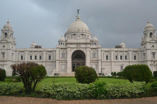 আজ আকাশ মেঘলা, কলকাতায় কি বৃষ্টির সম্ভাবনা রয়েছে ?
