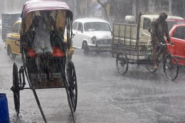 সকাল থেকেই কলকাতায় শুরু বৃষ্টি, বিক্ষিপ্ত বৃষ্টির পূর্বাভাস জেলাগুলিতেও