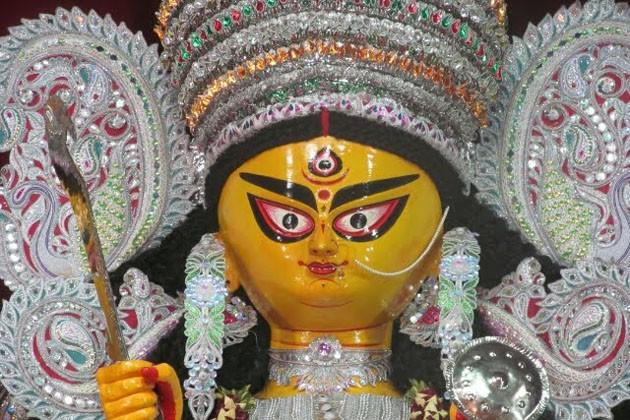 ডাকের সাজ থেকে প্রতিমার শাড়ি-গয়না, ব্যস্ত পালপাড়ার আট থেকে আশি