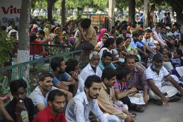 আদালতের সামনেই ধর্নায় বসে পড়েছেন রাম রহিমের ভক্তরা ৷ Photo: PTI