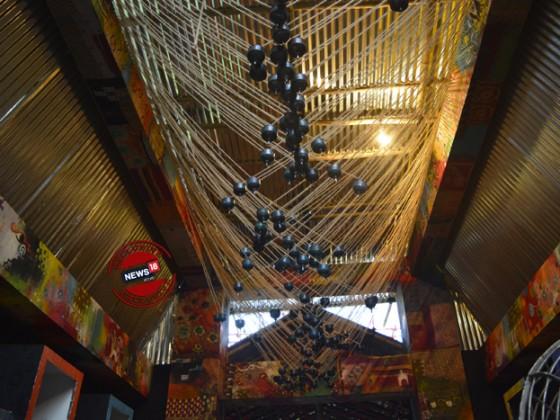 কনটেম্পোরারি আর্ট ফর্মে কুমারটুলির ট্রাডিশনকে তুলে ধরা। ঠিক যেন গঙ্গা জলে গঙ্গা পুজোর আয়োজন । ছবি: ঋতুপর্ণা দত্ত