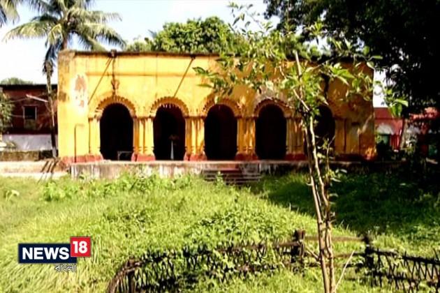 বারুইপুর রায়চৌধুরী পরিবারে আজও দশমীতে ওড়ে জীবন্ত নীলকণ্ঠ পাখি
