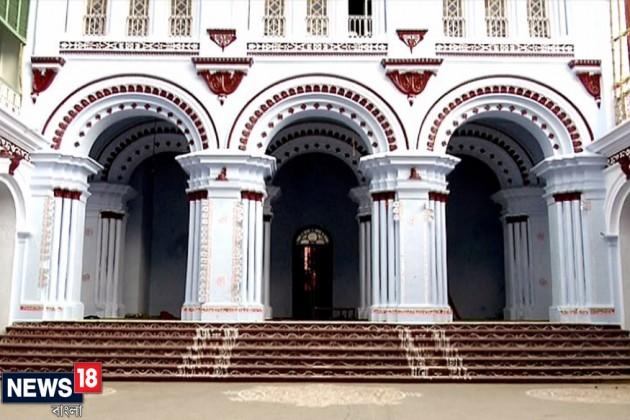 হরগৌরি রূপে দুর্গাপুজো, লাহাবাড়িতে দুর্গা বসেন শিবের কোলে