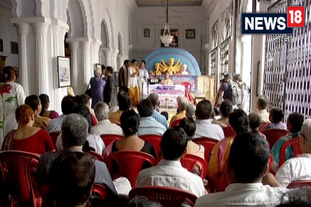যজ্ঞ ভঙ্গিমা থেকে সমস্ত উপাচারের ট্রেনিং চলছে শোভাবাজার রাজবাড়িতে