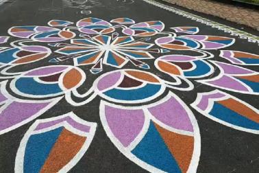 ফিফা প্রেসিডেন্ট এলেন কলকাতায়, আলপনায় সাজল যুবভারতী