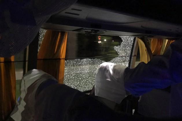 গুয়াহাটিতে ম্যাচ শেষে ফেরার সময় অস্ট্রেলিয়ার টিম বাসে পাথর হামলা