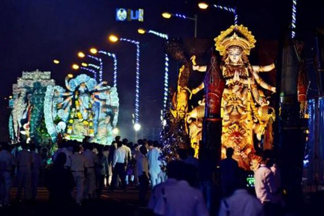 মঙ্গলবার বিসর্জন কার্নিভাল, রঙিন আলোয় সেজেছে রেড রোড