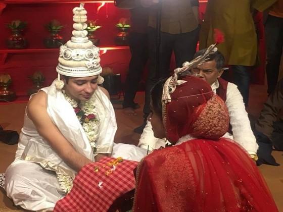 এক বছর ধরে প্ল্যানিং করেছেন বিয়ের। শপিং থেকে মেনু, বেনারসী থেকে লেহেঙ্গা ঋদ্ধিমা গৌরবের বিয়ে নিয়ে আলোচনা হয়েছে অনেক। Photo Courtesy: Neil Roy