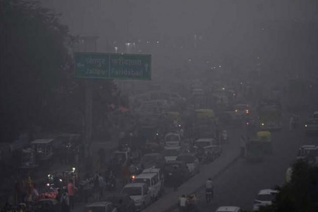 আজও ঘন ধোঁয়াশায় ঢাকা রাজধানীর আকাশ, দৃশ্যমানতা কম থাকায় ফের দুর্ঘটনা