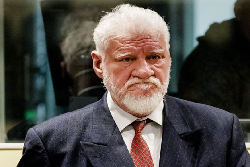 War criminal- Slobodan Praljak  / AFP PHOTO / ANP AND POOL / Robin van Lonkhuijsen        (Photo credit should read ROBIN VAN LONKHUIJSEN/AFP/Getty Images