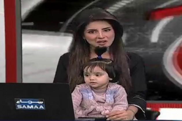 পাকিস্তানে ৮ বছরের শিশুকন্যাকে ধর্ষণ করে হত্যা, প্রতিবাদে সন্তানকে নিয়ে খবর পড়লেন সঞ্চালক