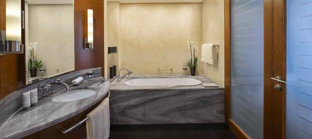 jumeirah-emirates-towers-club-junior-suite-bathroom-hero