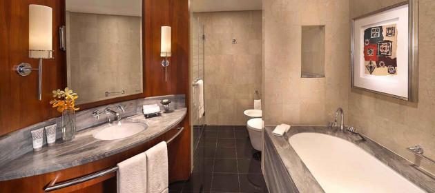 jumeirah-emirates-towers-deluxe-king-bathroom-hero