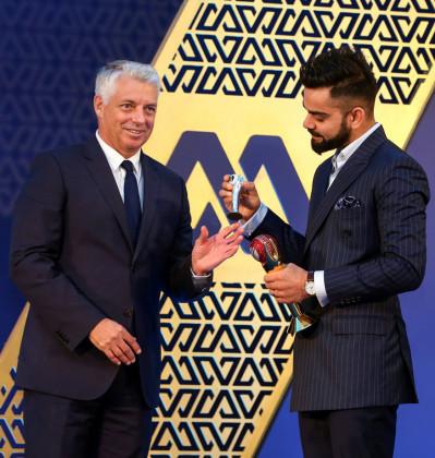 ২০১৬-১৭ এবং ২০১৭-১৮ তে আন্তর্জাতিক ক্রিকেটে সেরা ক্রিকেটার হওয়ার কারণে কোহলিকে এই পুরস্কার দেওয়া হল। ২০১৬-১৭ তে কোহলি ১৩ টেস্টে ৭৪ গড়ে ১৩৩২ রান করেন। সীমিত ওভারের ক্রিকেটে ২৭ ম্যাচে ৮৪.২২ গড়ে ১৫১৬ রান করেন। পরের মরশুমে কোহলি ৬ টেস্টে ৮৯.৬ গড়ে ৮৯৬ রান করেছেন। (Photo: PTI)