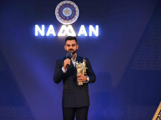 ভারতীয় ক্রিকেট দলের অধিনায়ক বিরাট কোহলিকে ভারতীয় ক্রিকেট কন্ট্রোল বোর্ড (বিসিসিআই)-র বার্ষিক অনুষ্ঠানে পলি উমরিগড় পুরস্কারে সম্মানিত করা হয়েছে।  (Photo: PTI)