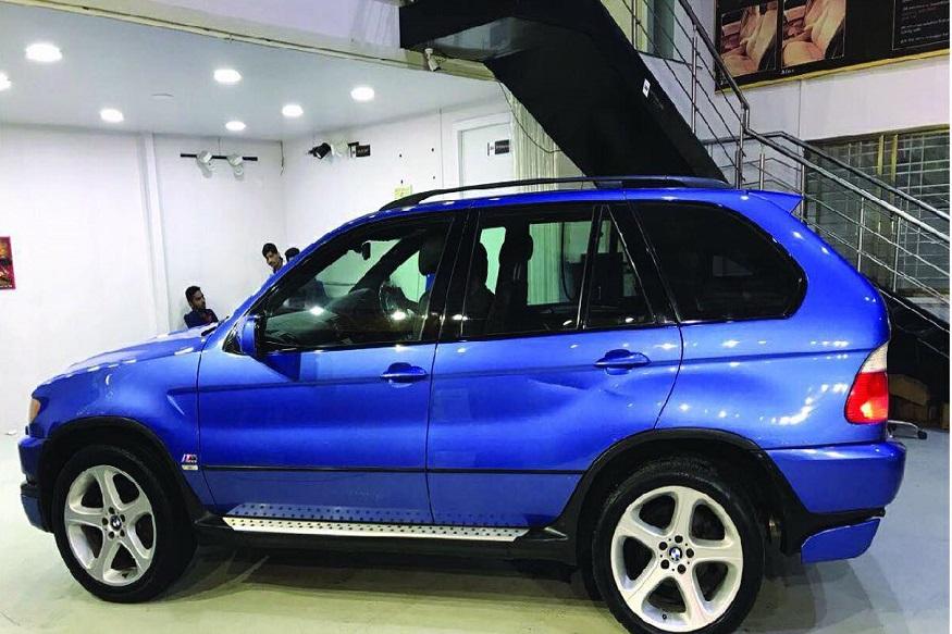 অন্তন গাড়ির নীল রং-টি বেশ পছন্দ করেই কিনেছিলেন মাস্টার-ব্লাস্টার ৷ গাড়িটি BMW-র M ভার্সানের BMW X5 মডেল ৷ (Photo Source : Acierto Multi Trade Pvt Limited)