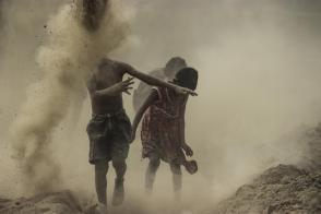 সমাজের সীমারেখাগুলিকে মুছে ফেলারই বার্তা শিল্পীদের