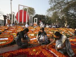 রক্তে রাঙানো একুশ: বাংলাদেশে চলছে আন্তর্জাতিক মাতৃভাষা দিবস উদযাপন