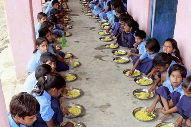 মিডডে মিলের টাকা নিয়ে বিতর্ক, স্কুলে ডেকে বেধরক মারধোর স্কুলের প্রাক্তন শিক্ষককে