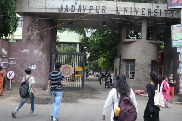 যাদবপুর বিশ্ববিদ্যালয়ের ক্যাম্পাসে ভাঙচুর, পড়ুয়া ও নিরাপত্তারক্ষীদের মারধরের অভিযোগ