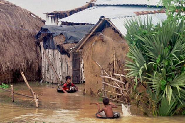 জলমগ্ন পঃ মেদিনীপুরের বিভিন্ন এলাকা, কাঁসাই নদীর জলও বাড়ছে