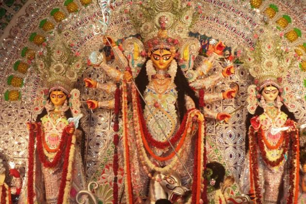 গলসিতে সম্প্রীতির পুজো , প্রতি বছর একত্রে দুর্গাপুজোয় মাতেন দুই সম্প্রদায়ের মানুষ