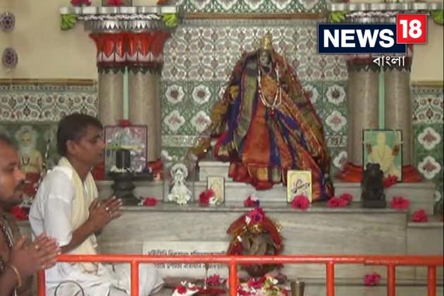 পুজোয় জমজমাট নির্জন পাহাড়ের কোলে অষ্টভুজা পার্বতী