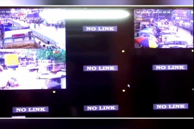 পুজোর আগেই শহরের নজরদারি ক্যামেরাগুলি খারাপ হওয়ায় আতঙ্কিত বাসিন্দারা