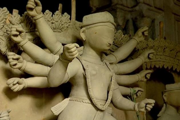 আজও ৩০০ বছরের ট্রাডিশনকে এগিয়ে নিয়ে যাচ্ছে হাটখোলা দত্তবাড়ি