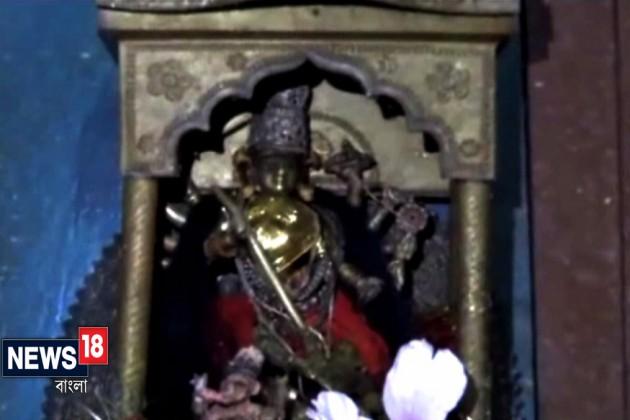 মালিয়াড়া রাজবাড়িতে অষ্টধাতুর মূর্তিতেই হয় পুজোর আয়োজন