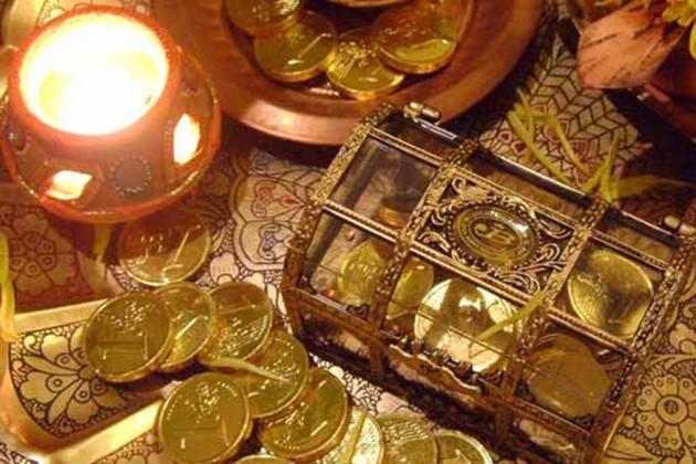 ধনতেরাস: জেনে নিন কোন রাশিতে কী ধাতু কিনবেন