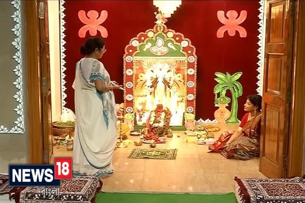 গান,গল্পে কালিপুজোর সন্ধেয় জমজমাট মুখ্যমন্ত্রীর বাড়ি