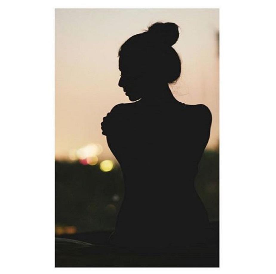 এবার মুখ খুললেন টলি অভিনেত্রী শ্রুতি হরিহরণ ৷ ২০১৬ -র একটি ফিল্ম চলাকালীন সেটে যৌন হেনস্তা করা হয়েছিল তাঁকে ৷ অভিযোগ করেছিলেন ছবির প্রধান অ্যাক্টরের বিরুদ্ধে ৷ Photo- Sruthi Hariharan/ Instagram