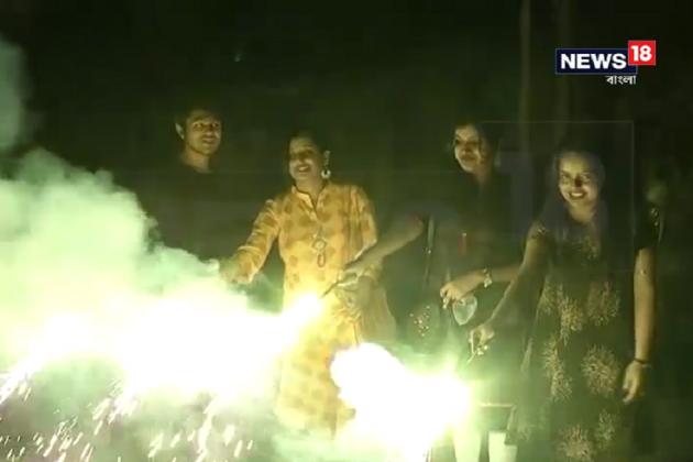 কালীপুজোয় শব্দদানব অনেকটাই জব্দ, দূষণ কমিয়ে নজির কলকাতার
