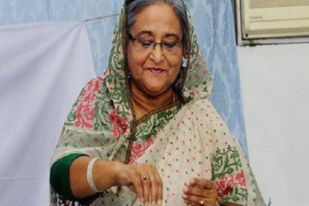 Bangladesh election 2018: সকাল সকালই ভোট দিলেন শেখ হাসিনা