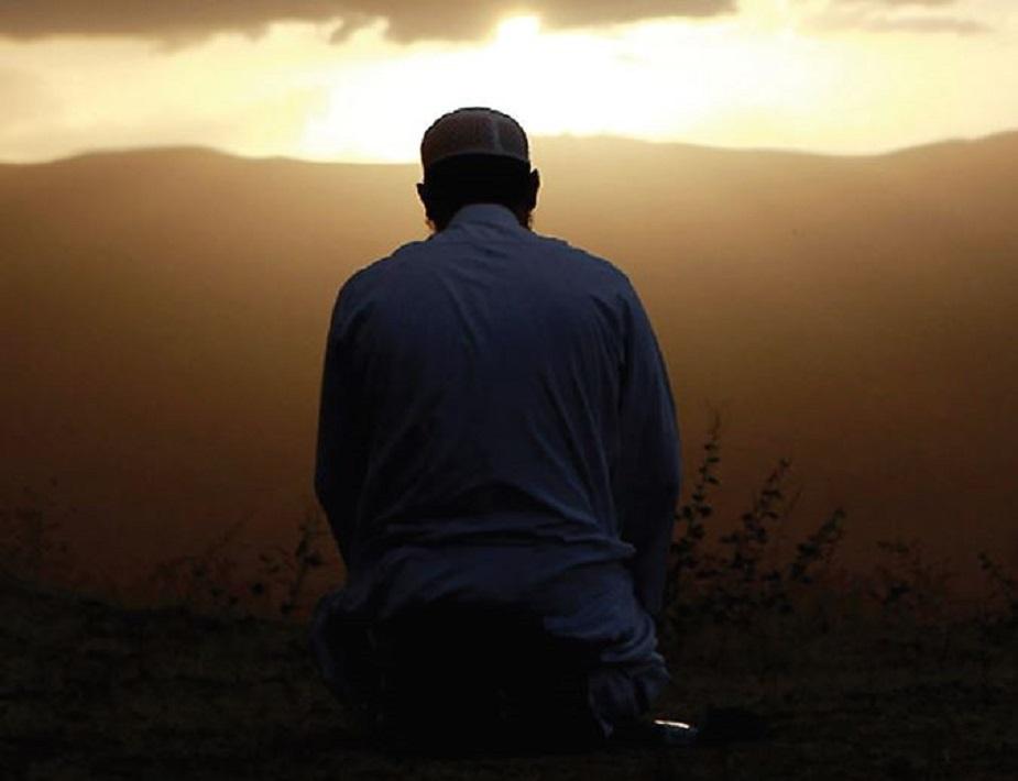 •• আব্দুল্লাহ ইবনে ওমর (রা.) হতে বর্ণিত রাসুল (সা.) বলেছেন, 'ইমাম মিম্বরে বসা থেকে নামাজ শেষ করা পর্যন্ত।' (মুসলিম, ইবনু খুজাইমা, বয়হাকি)