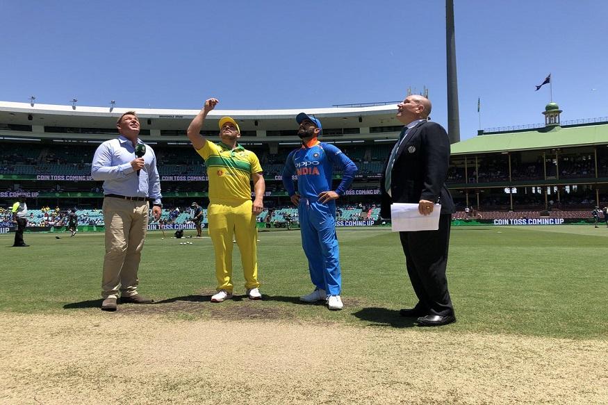 টেস্ট সিরিজে ঐতিহাসিক জয়ের পর শনিবার থেকে সিডনিতে শুরু হল ভারত বনাম অস্ট্রলিয়া একদিনের সিরিজ ৷ প্রথম ম্যাচে টসে জিতে ব্যাটিংয়ের সিদ্ধান্ত নেয় অস্ট্রেলিয়া ৷ Photo - Cricket Australia/ Twitter