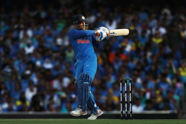 India vs Australia : প্রথম ODI তে অস্ট্রেলিয়ার বিরুদ্ধে  ধোনির লড়াকু অর্ধশতরান