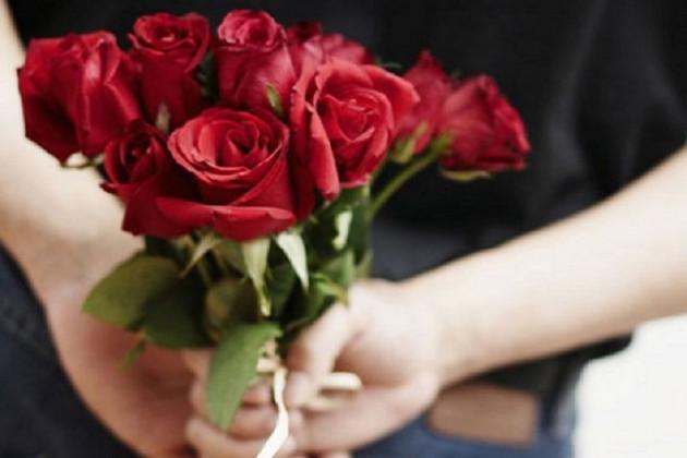 'Rose' দিবসে প্রেম বাড়ুক গোলাপে !
